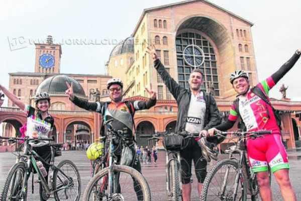 O grupo saiu de Águas da Prata até o Santuário Nacional de Aparecida, totalizando 313 quilômetros, durante quatro dias, chegando a 38 horas de pedaladas
