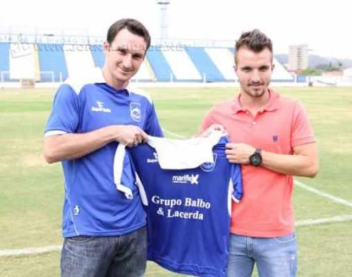 Alex Afonso (uniforme azul) foi dirigente no clube até o Paulistão 2015