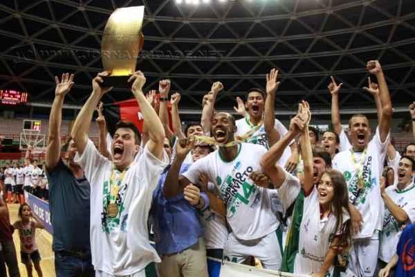 Na última edição, o Basquete Cearense conquistou um feito inédito e consagrou-se campeão invicto (Foto: Luiz Pires/LNB)
