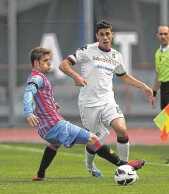 O lateral-esquerdo esteve no Cagliari, também da Itália, nas últimas três temporadas