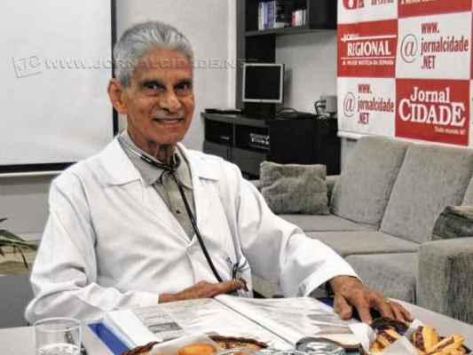 O médico Edmundo Velasco celebra 50 anos de Santa Casa de Misericórdia em 2015, data que remete a 8 de abril de 1965
