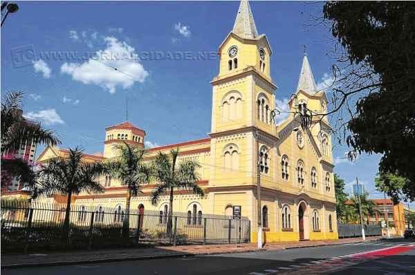O monumento está localizado na lateral da Igreja Matriz São João Batista, na Rua 6 esquina da Avenida 3