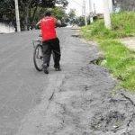 Erosões na Avenida 62 e na Rua 21 dificultam a passagem de carros, motocicletas e bicicletas
