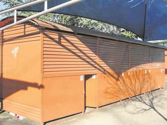Dos 26 quiosques existentes no espaço da Rua 1 entre avenidas 4 e 6, estão sendo disponibilizados 21 para artesãos