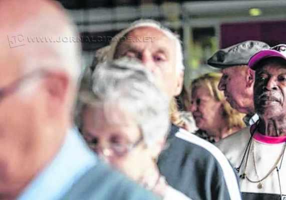 Aposentados vão receber 50% do 13º salário na folha de setembro (foto Agência Brasil)