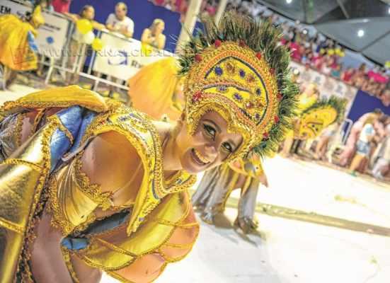 A entrega dos CDs com o samba-enredo e as camisetas da escola de samba A Casamba para o Carnaval 2016 será realizada no dia 30 de agosto