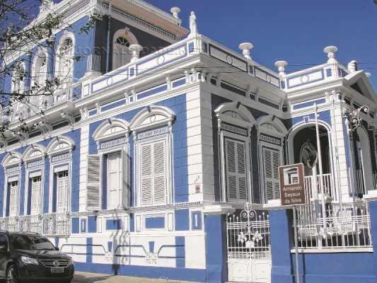 A Etec Prof. Armando Bayeux da Silva fica na Avenida 5, entre ruas 5 e 6, no Centro de Rio Claro