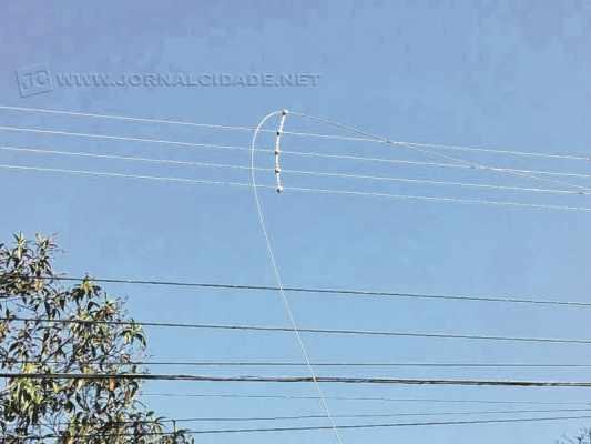 Linha de pipa com pó de cobre cortou o fio de alta tensão, deixando parte do Parque Universitário sem luz na sexta-feira (7)