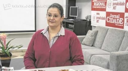 A médica infecto-pediatra Denise Leonhardt Queiroz Prado é a entrevistada deste domingo (2) do Café JC
