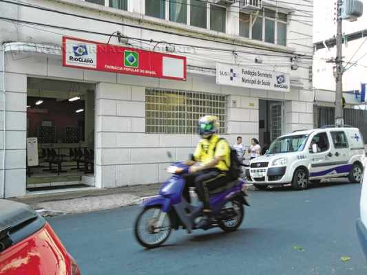Fachada da Farmácia Popular que está situada na Avenida 2, entre as ruas 3 e 4, Centro