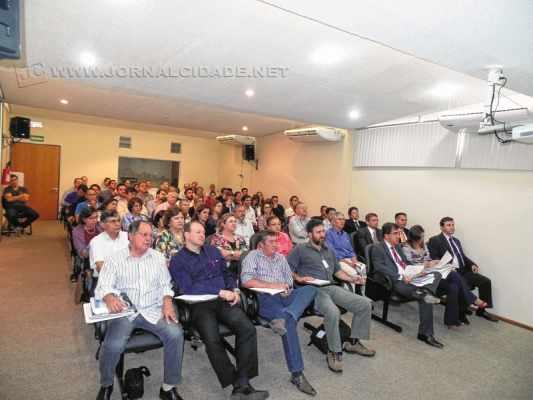 Reunião para discutir a poluição na sede do Gaema, em Piracicaba, reuniu 65 pessoas
