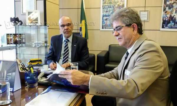 Du Altimari durante reunião em Brasília
