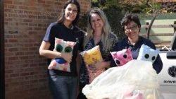Os travesseiros divertidos foram confeccionados por artesãs da cidade e voluntárias