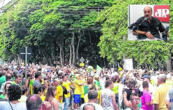 Centenas de pessoas participaram das manifestações anteriores. No detalhe, Luiz Jardim, um dos organizadores do evento