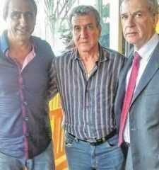Na foto, o técnico Luis dos Reis, Carlos Alberto Parreira e o presidente do Azulão, Luiz Balbo