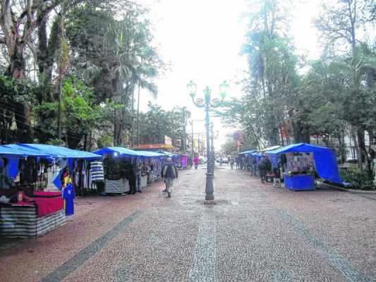 A discussão acerca do destino dos comerciantes que atuam no Jardim Público da Cidade Azul teve início no ano de 2010