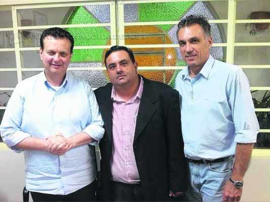 O presidente do PSD, Rogério Marchetti, ao lado do ministro Kassab e do presidente do PSD, Guilherme Campos