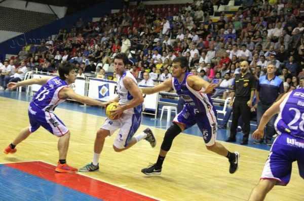 O ala Dedé Stefanelli, do Rio Claro Basquete, foi o cestinha da partida com 25 pontos (Foto: Arquivo JC)