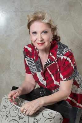 A organizadora da mostra, Enyd Lenita Mancino