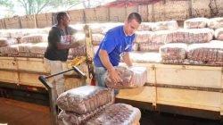 Os alimentos foram entregues na Secretaria de Agricultura, Abastecimento e Silvicultura, e serão encaminhados para entidades assistenciais.