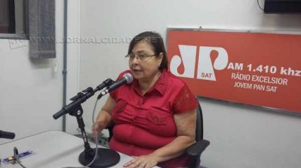 A vice-prefeita Olga Salomão durante o Jornal da Manhã, da Rádio Excelsior Jovem Pan News