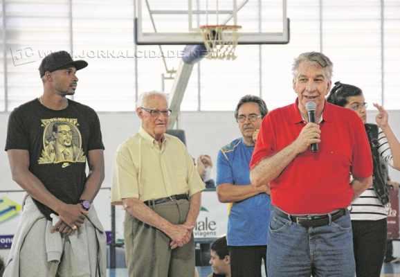 Zé Boquinha, assim como Leandrinho e outras lendas, participou da inauguração do ginásio de esportes do Clube de Campo