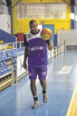 Leandrinho vestiu a camisa do RC e treinou com o time no Felipão, na última segunda-feira