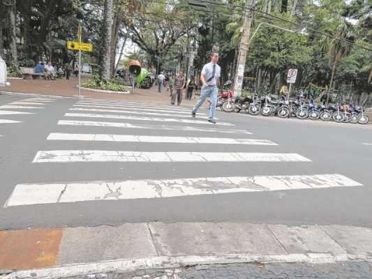 De acordo com cadeirantes, apenas as faixas elevadas do Centro da cidade são adequadas para a acessibilidade em RC