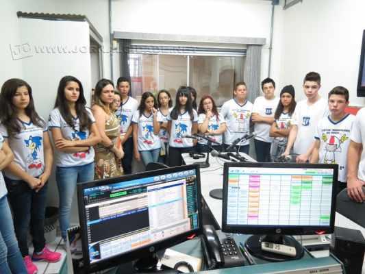 Alunos da Escola Estadual José Fernandes visitam o Grupo JC