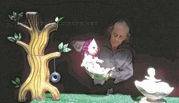 Espetáculo conta um momento da infância de Gergelim narrado pelo protagonista adulto