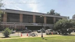Prédio da instituição de ensino em Cleveland, no estado do Mississippi, em que foi assassinado o professor de História Ethan Schmidt