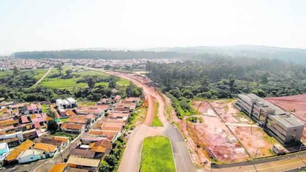 A pavimentação será feita entre a Avenida Judiciária e Avenida 62-A. A região do trecho em obras do Anel Viário dá acesso à Unesp e ao novo fórum criminal do município, que está em construção