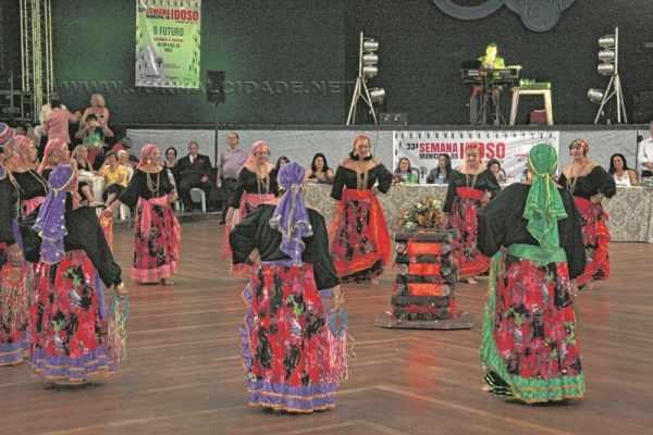 Danças, música e muita animação marcaram o Baile da Primavera nessa quarta-feira (30)