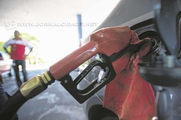 Petrobras anunciou reajustes nos preços da gasolina e do diesel a partir dessa quarta (30) (Imagem: Marcelo Camargo/Agência Brasil)