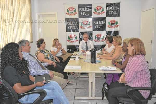 Comissão de mulheres do poder público se reuniu com delegados para discutir a instalação da DDM em prédio próprio