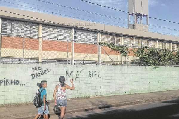 Fachada da Escola Estadual Prof. João Negrão Filho, localizada no Jardim Guanabara II, que irá oferecer apenas ensino fundamental no ano letivo de 2016