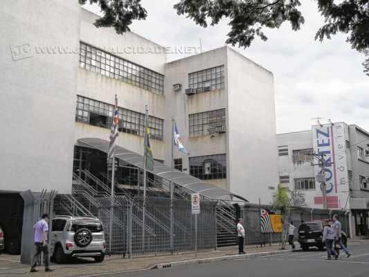 Fachada do prédio do Fórum de Rio Claro, que está situado na Avenida 5, Centro