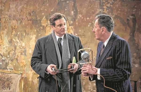 Os atores Colin Firth e Geoffrey Rush em cena do filme O Discurso do Rei (2010) que aborda a gagueira do rei George VI da Inglaterra. O distúrbio foi superado com ajuda profissional