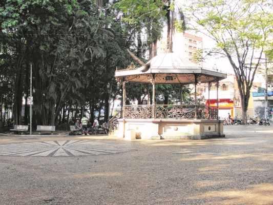 Devido a sua extensão, o Jardim Público abrange diversos tipos de pessoas, com áreas e opções diversas