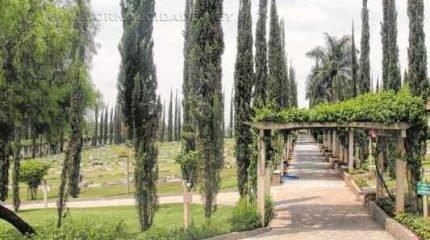Cemitérios realizam reparos para visitação que acontece no Dia de Finados, próxima segunda-feira (2); as administrações informam a programação e horários