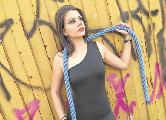 A modelo Raquel Oliveira mostra o seu estilo nas páginas da JC Magazine Estilo