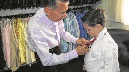 Augusto Bueno do Prado Filho trabalha como comerciário há 55 anos e declara amor à profissão
