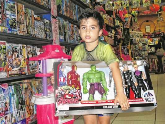 Rafael Vital de Melo, 3 anos, pediu um kit de super-heróis, além de uma fantasia de Hulk