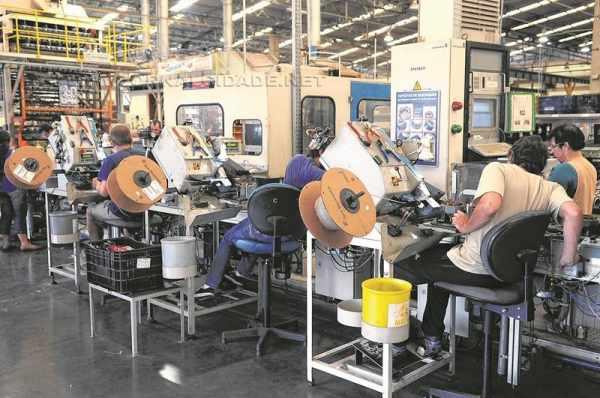 A indústria paulista fechou 18.500 vagas somente no mês de setembro (foto Agência Brasil)
