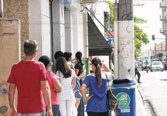 Paralisação dos bancários movimentou casas lotéricas e agências bancárias nessa quarta-feira (7), segundo dia da greve