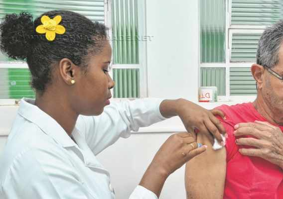 As pessoas adultas também têm um calendário de vacinas obrigatórias que deve ser seguido (foto Agência Brasil)