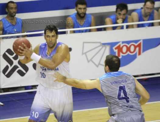 O pivô Mosso, ex-Rio Claro, fez 20 pontos e comandou a virada do Macaé com duas cestas dos três (Foto: Raphael Bózeo/Macaé Basquete)
