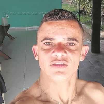 A vítima foi alvejada na frente de casa. Danilo chegou a ser socorrido com vida, mas morreu pouco depois de ser baleado