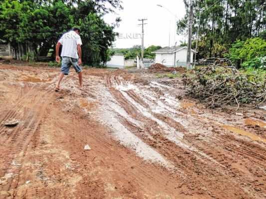 VIDA DIFÍCIL: definitivamente é bem complicado morar onde ainda não existe o asfalto