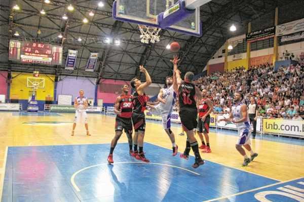 Pelo NBB 7, o Flamengo venceu os dois jogos, tanto no Rio, como no ginásio Felipe Karam